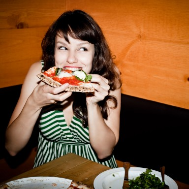 woman-eating-pizza-wellgreen